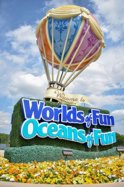 Worlds of Fun - hot air balloon sign
