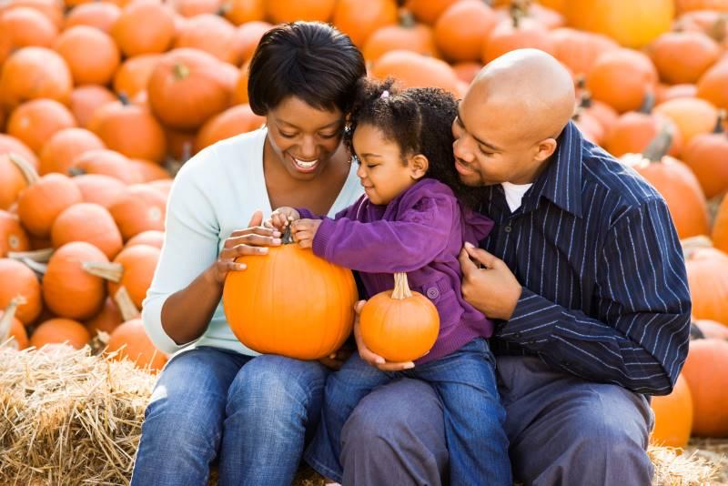 Kansas City family holding pumpkins