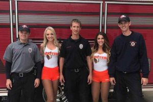 First responders eat for free at Hooters
