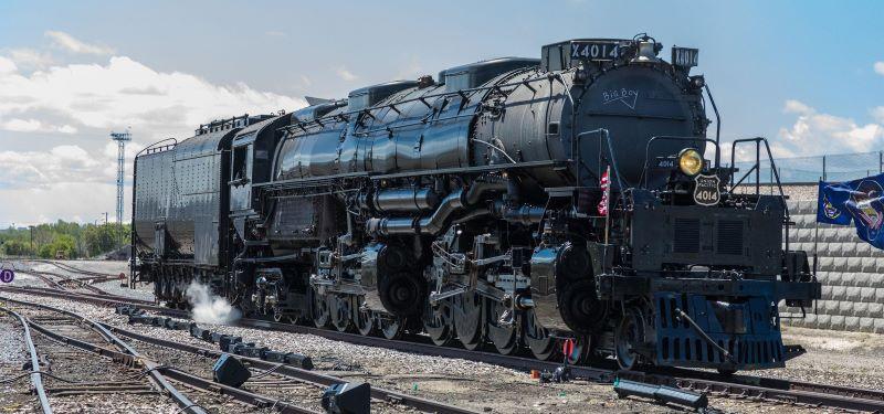 Big Boy No. 4014 locomotive at Union Station - train running on the tracks