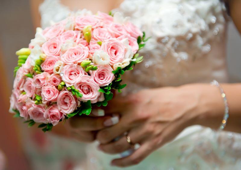 Winter festivals in Kansas City - bridal bouquet