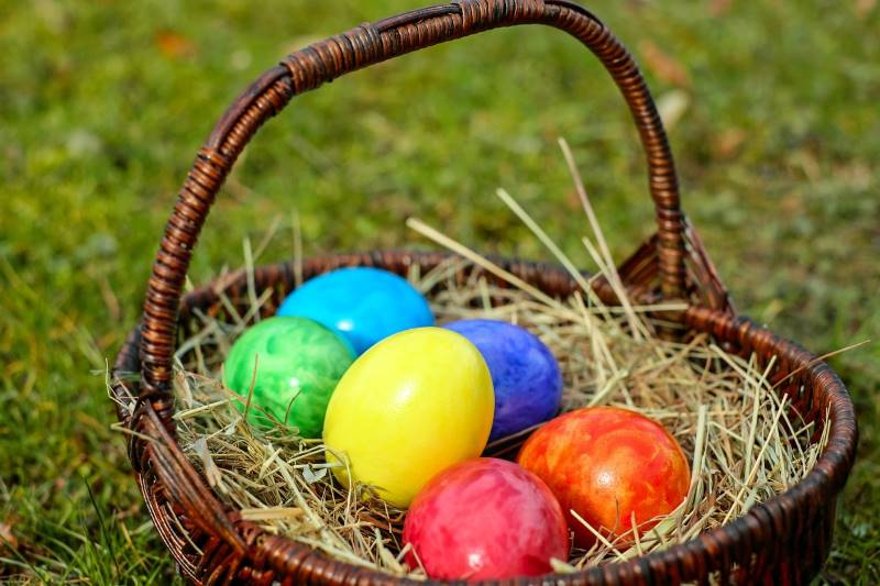 Easter Egg Hunts & Events in Kansas City - basket of colorful eggs